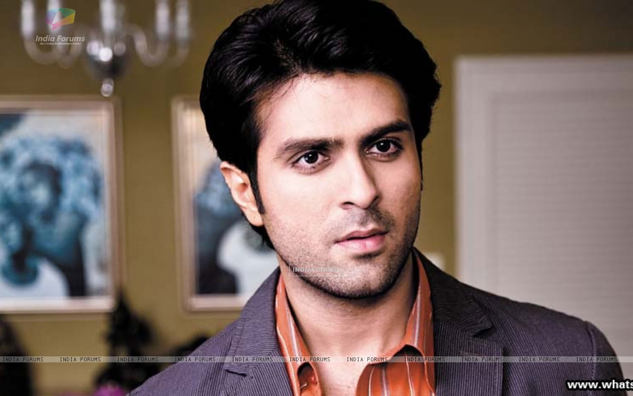 A still image of Harman Baweja (37893) size:1280x800
