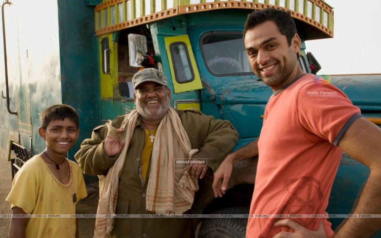 Abhay Deol and Satish Kaushik (38018) size:1280x800
