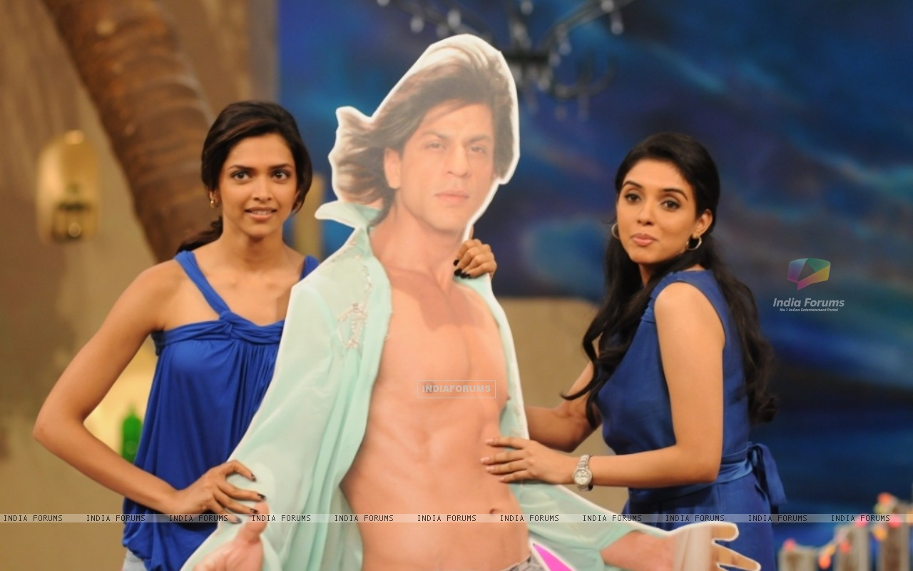Asin and Deepika with Shahrukh Khan poster (38533) size:1280x800
