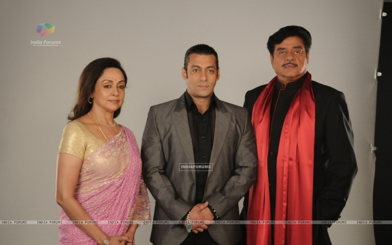 Salman Khan with Hema Malini and Shatrughan Sinha (38558) size:1280x800