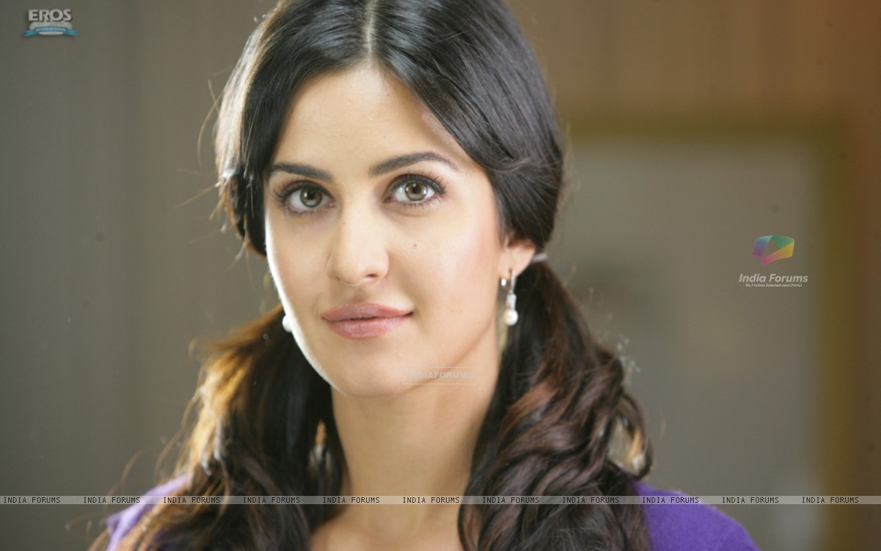 Katrina Kaif looking sweet and Pretty (39246) size:1280x800