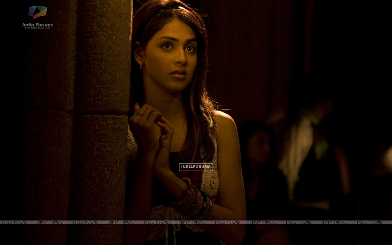 Genelia Dsouza looking worried (40237) size:1280x800