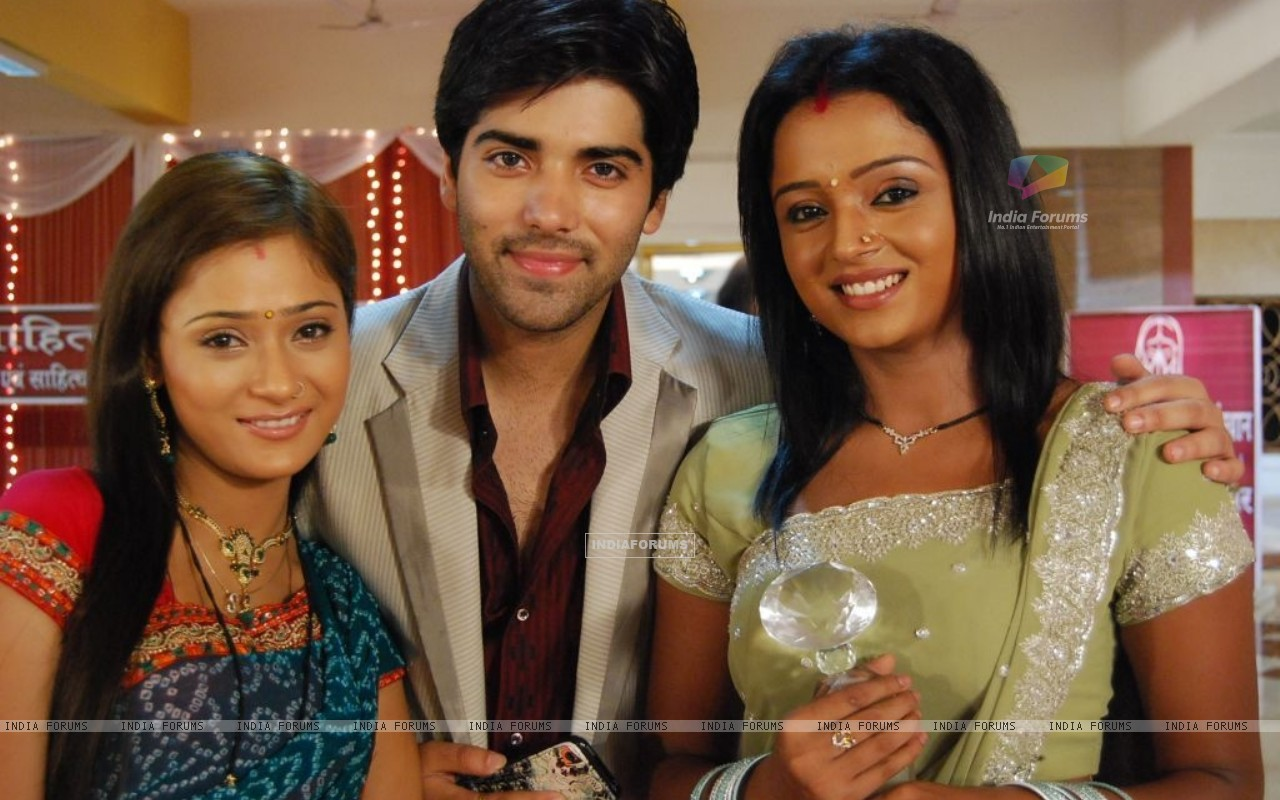 Ranvir with Ragini and Sadhna (40350) size:1280x800