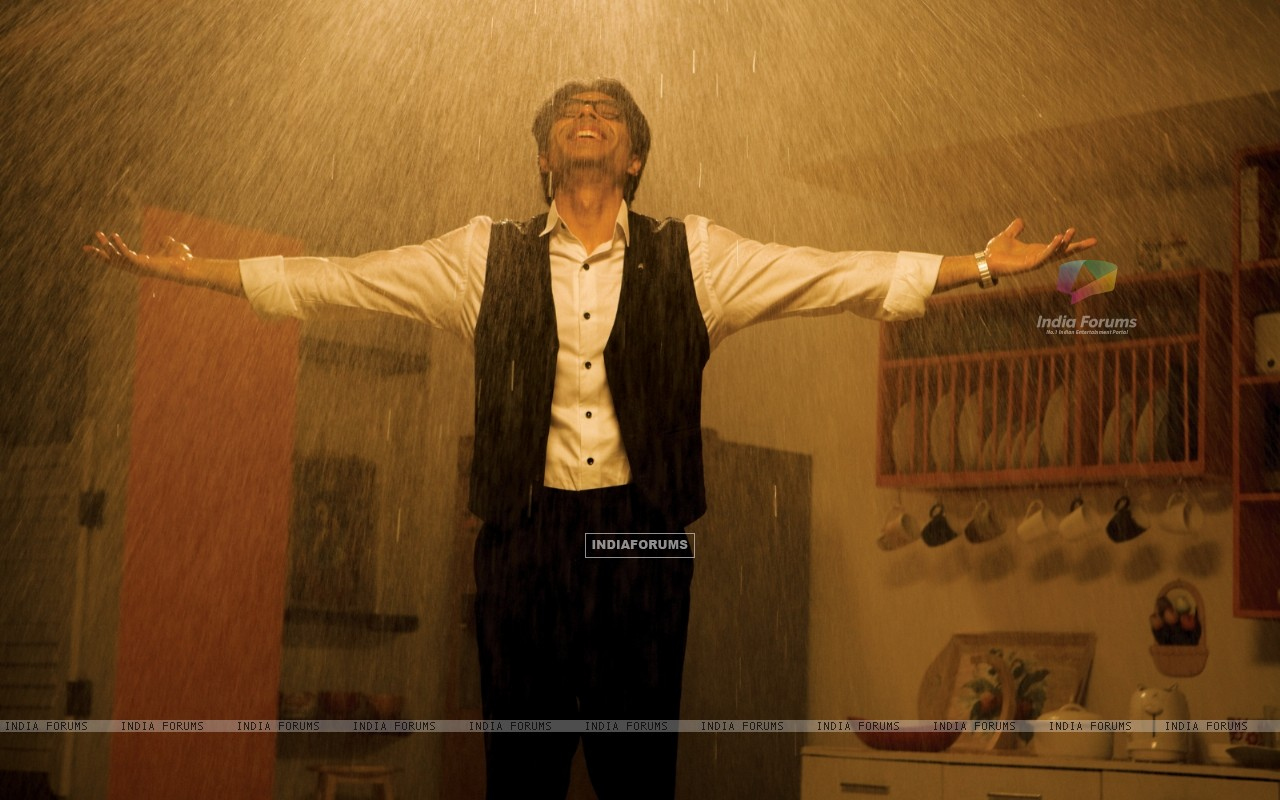 Uday Chopra enjoying rain (40380) size:1280x800