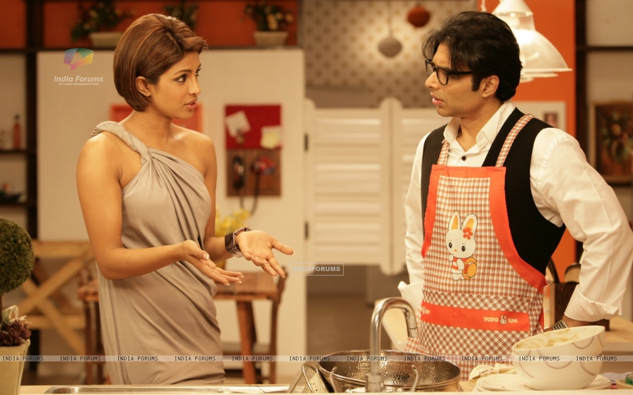 Uday Chopra talking to Priyanka (40391) size:1280x800
