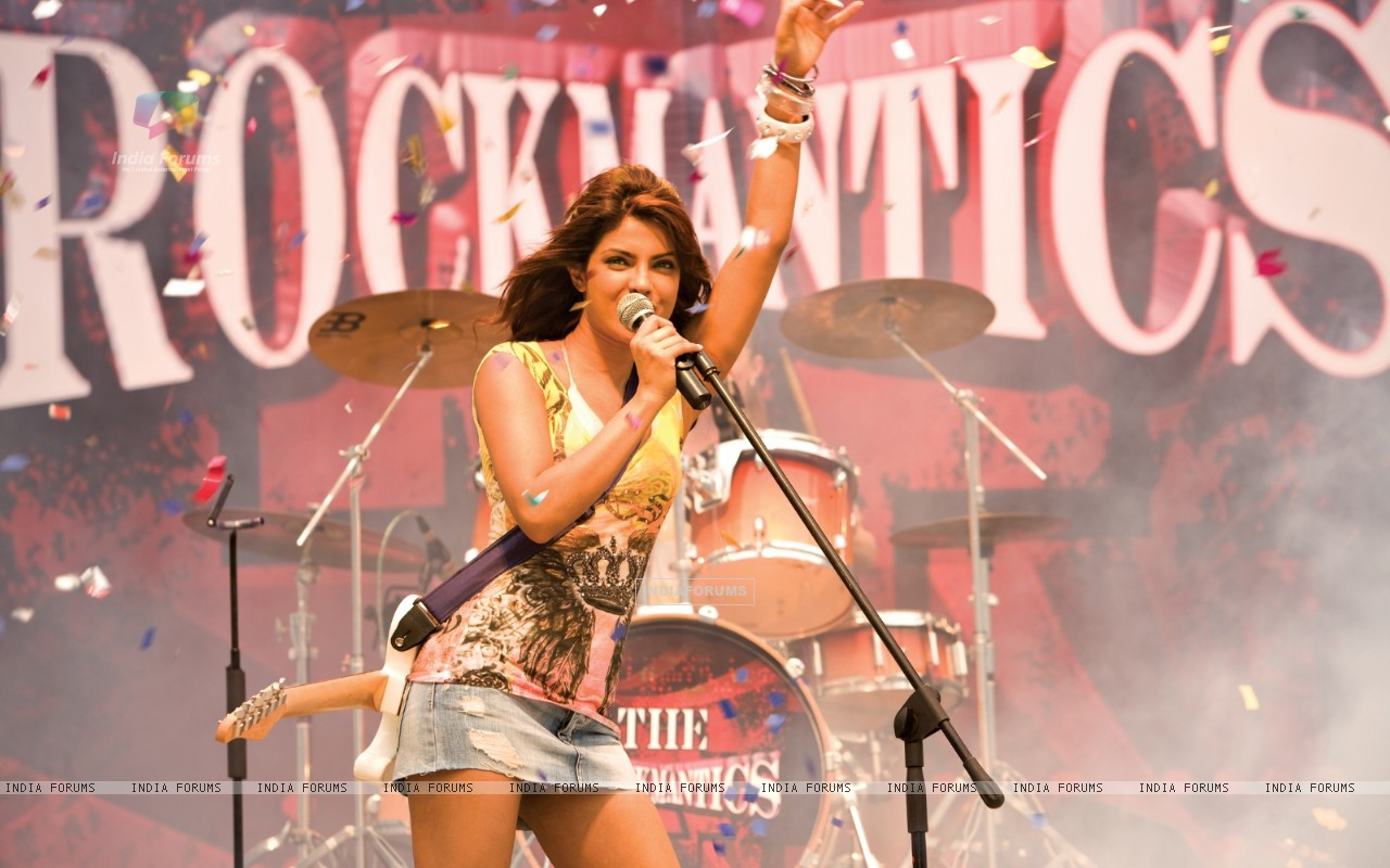 Priyanka Chopra rocking the floor (40398) size:1280x800