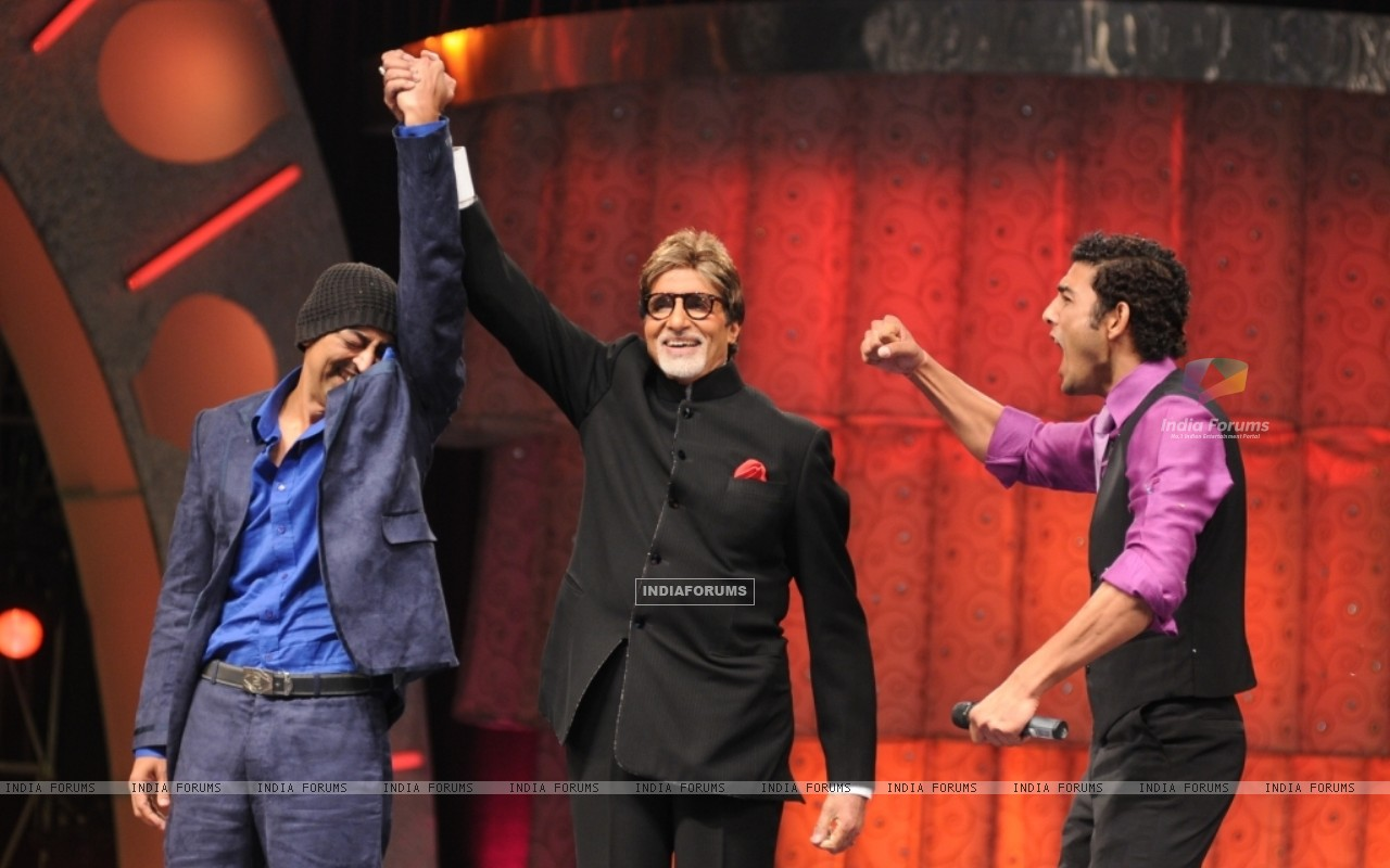Vindu announced winner by Big B (41049) size:1280x800