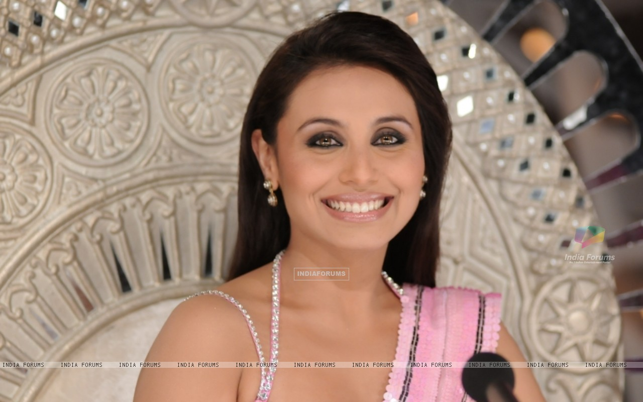 Rani Mukherjee in the show Dance Premier League (41080) size:1280x800