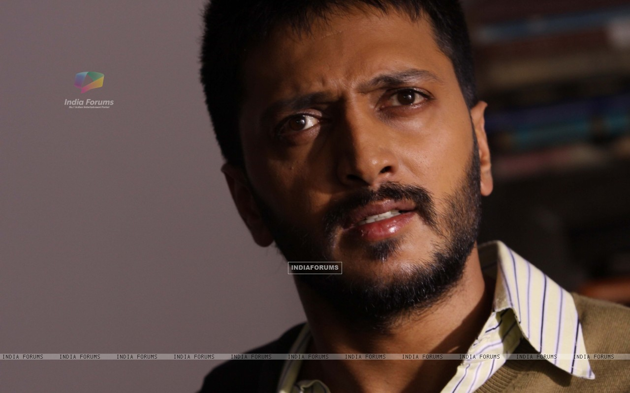 Ritesh Deshmukh looking shocked (41342) size:1280x800