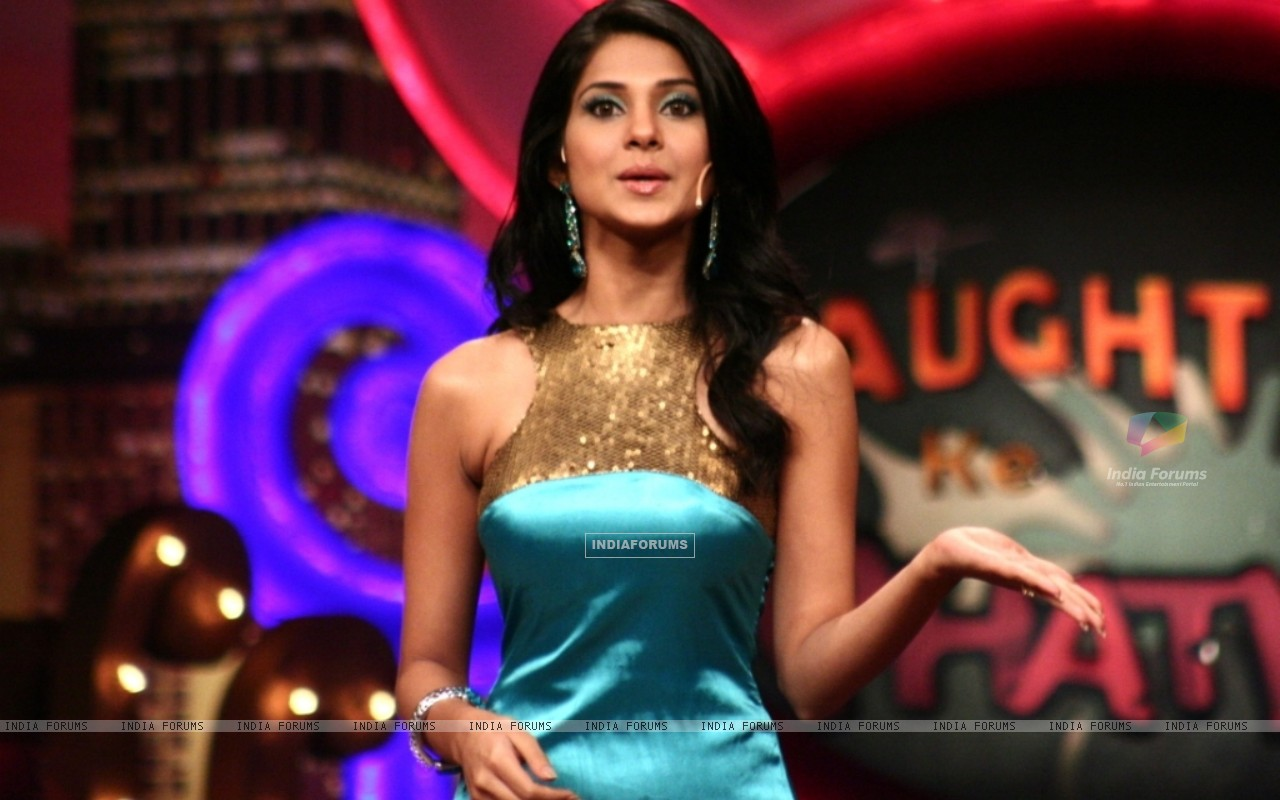 Jennifer Winget as a host (41410) size:1280x800