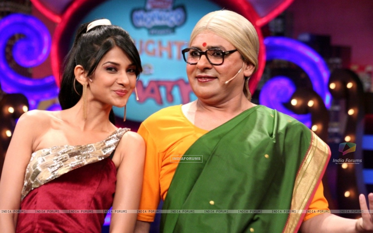 Sudesh Lahiri and Jennifer Winget in Laughter Ke Phatke show (41414) size:1280x800