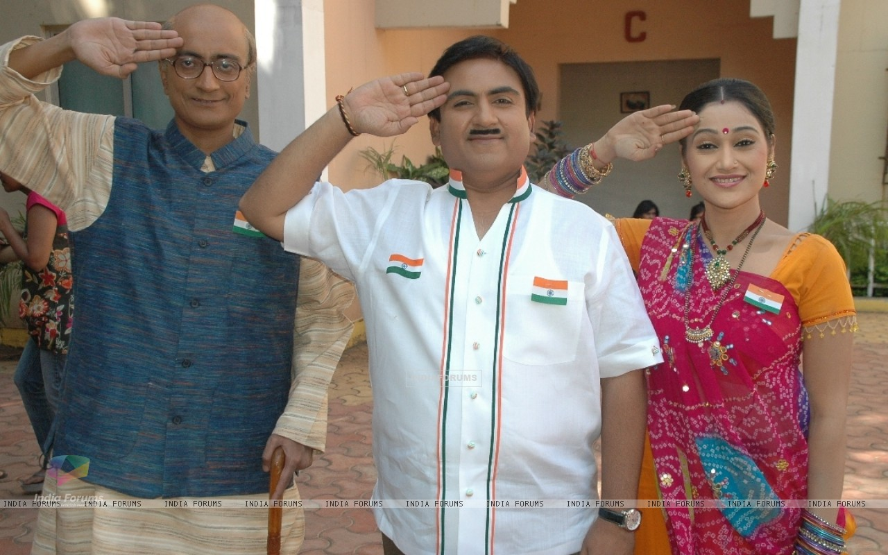 Amit Bhatt, Dilip Joshi and Disha Vakani celebrate Republic day (41952) size:1280x800