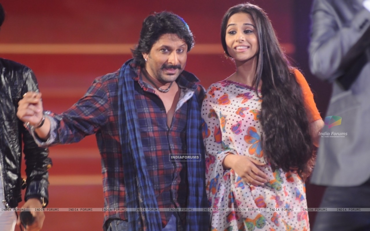 Arshad and Vidya dancing in the show Music Ka Maha Muqqabla (42005) size:1280x800