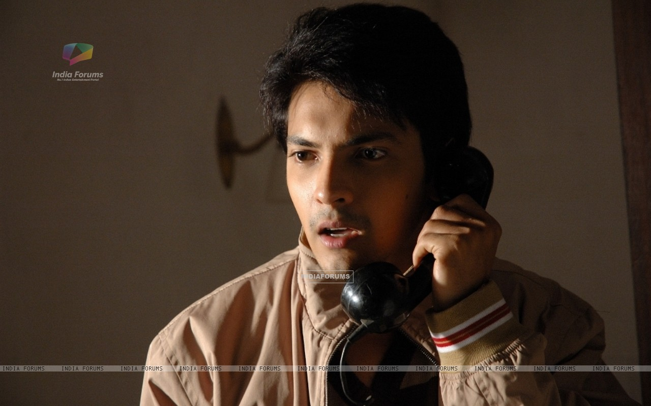Aditya Narayan looking shocked (56547) size:1280x800