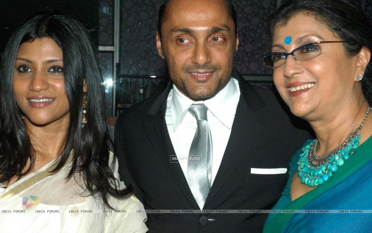Rahul Bose with Aparna and Konkona (60022) size:1280x800