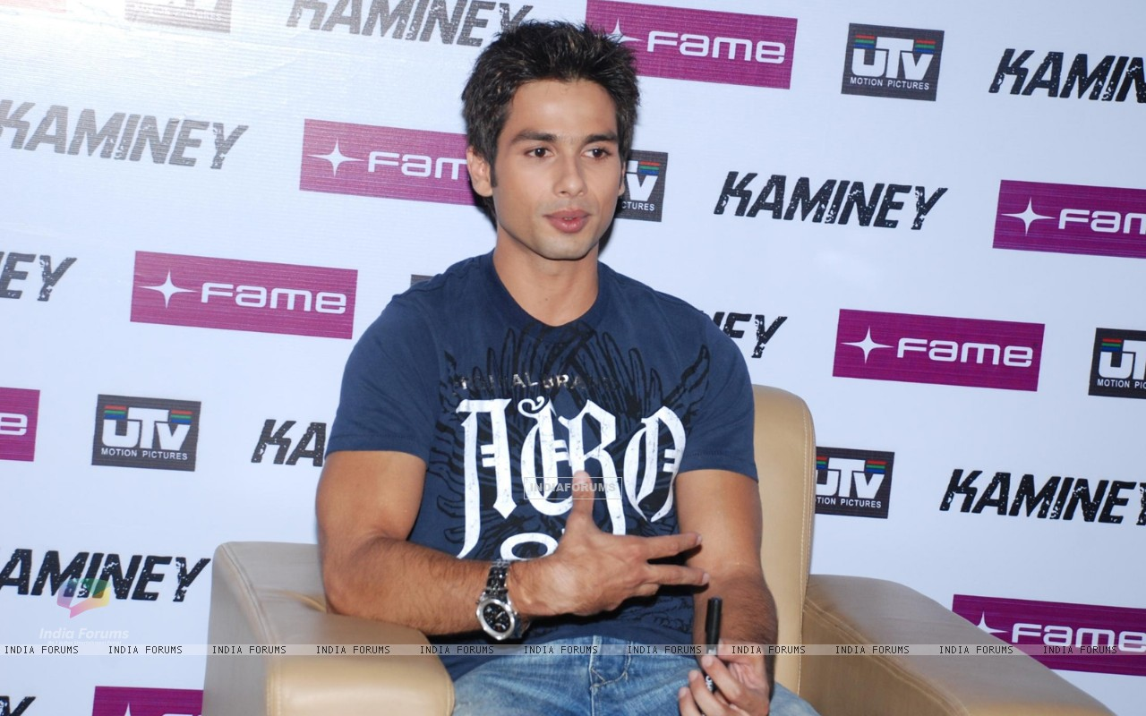 Shahid Kapoor at ''Kaminey'' promotional event at Fame, in Mumbai (78950) size:1280x800