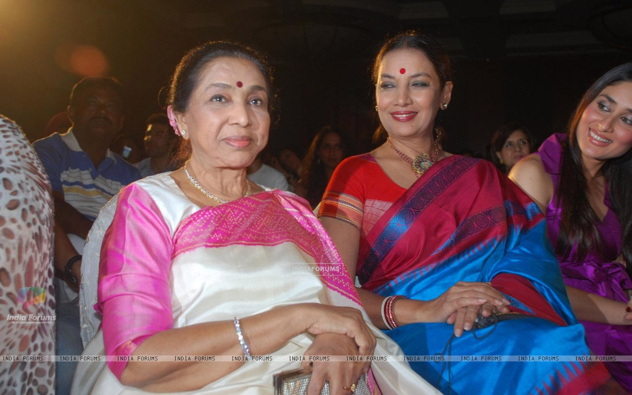 Asha Bhosle,Shabana Azmi and Kareena Kapoor at Bharat n Dorris Awards (79574) size:1280x800