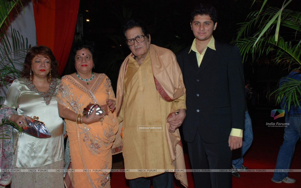 Manoj Kumar at Isha Koppikar''s wedding reception (82506) size:1280x800