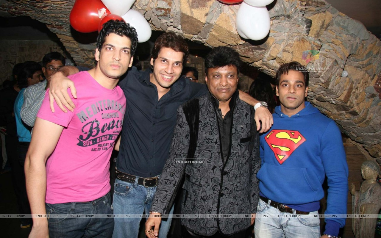 Aashish Chaudhry at Manik Soni''s birthday bash at Kino''s Cottage (85632) size:1280x800