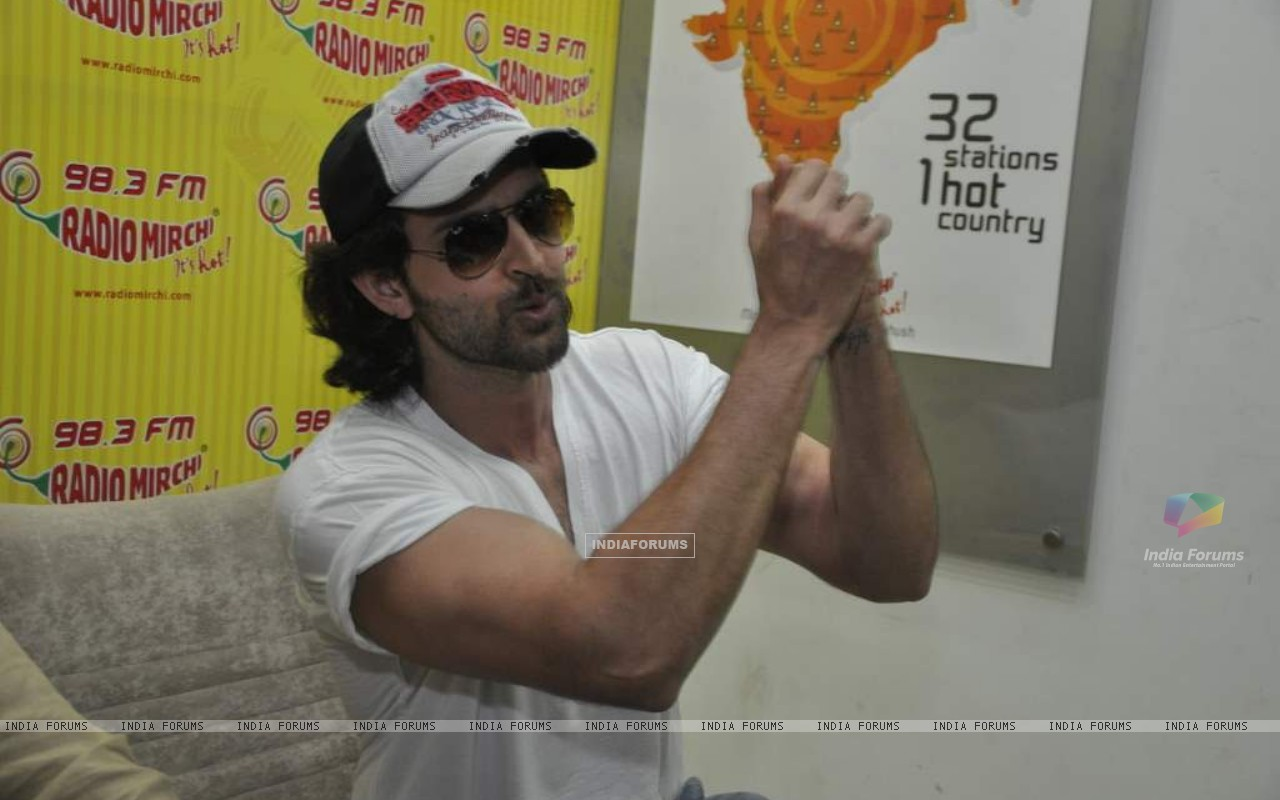 Hrithik Roshan promote kites on Radio Mirchi at Parel (86367) size:1280x800