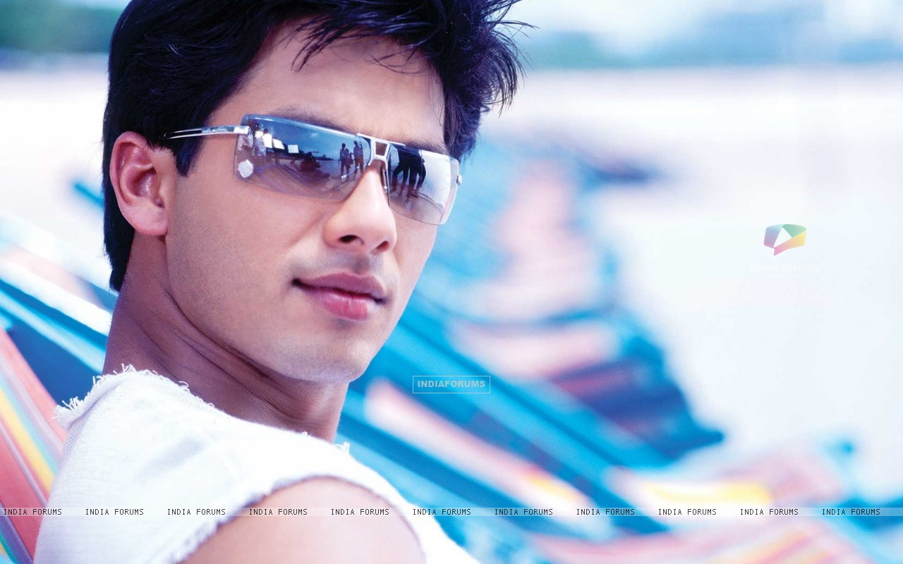 Shahid Kapoor looking cool (89083) size:1280x800