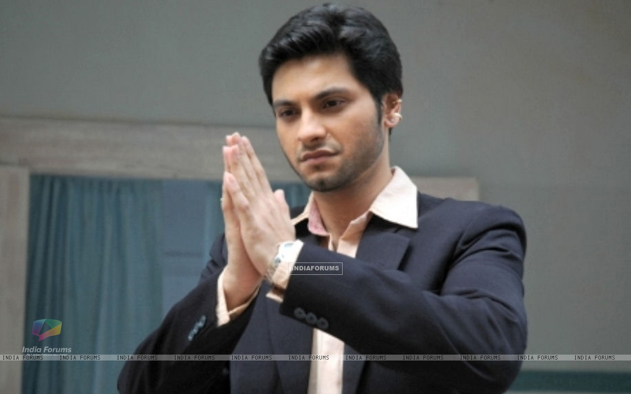 Wallpaper - Mishal Raheja as Dutta Patil (90494) size: