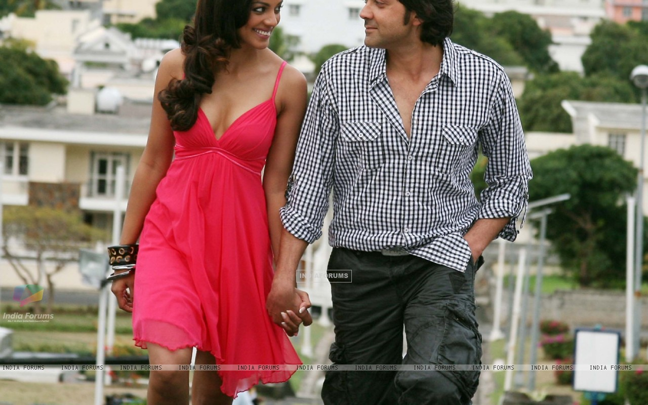 Still image of Bobby and Mugdha (92481) size:1280x800