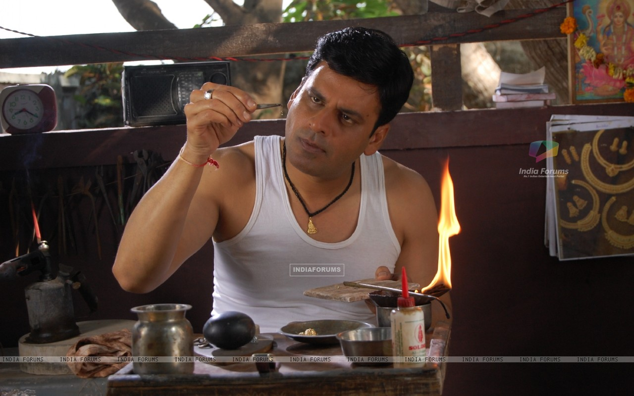 Manoj Bajpai in the movie Dus Tola (97382) size:1280x800