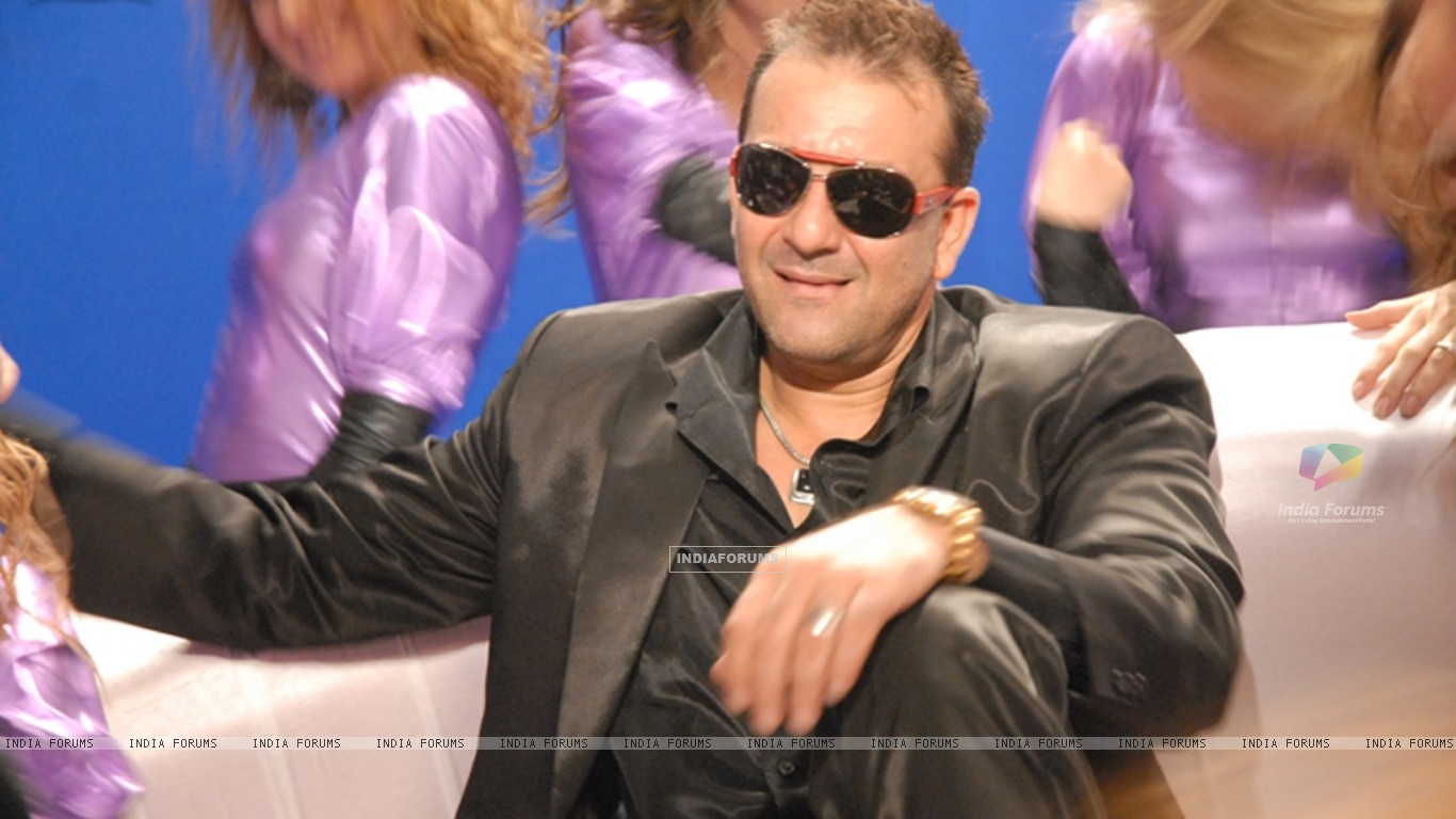 Sanjay Dutt looking marvellous (11668) size:1366x768