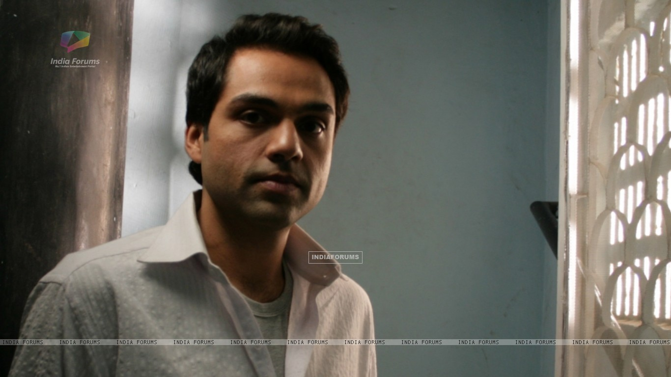 Abhay Deol looking tensed (12645) size:1366x768