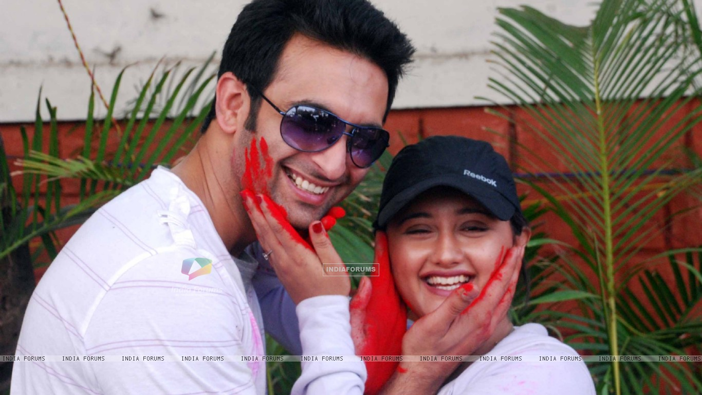 Nandish Sandhu & Rashmi Desai at Zoom Holi Party in Tulip star (126824) size:1366x768