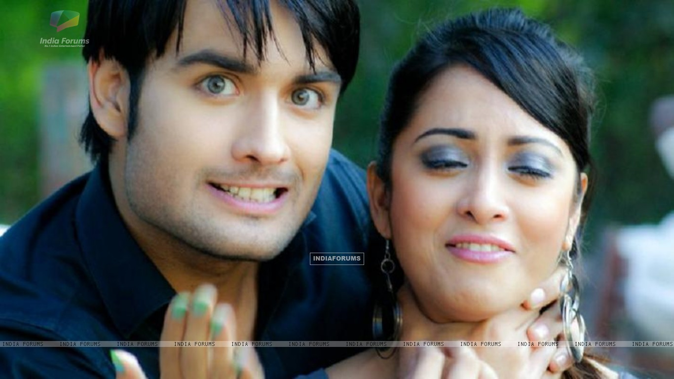 Vivian and Madhura Naik (148659) size:1366x768