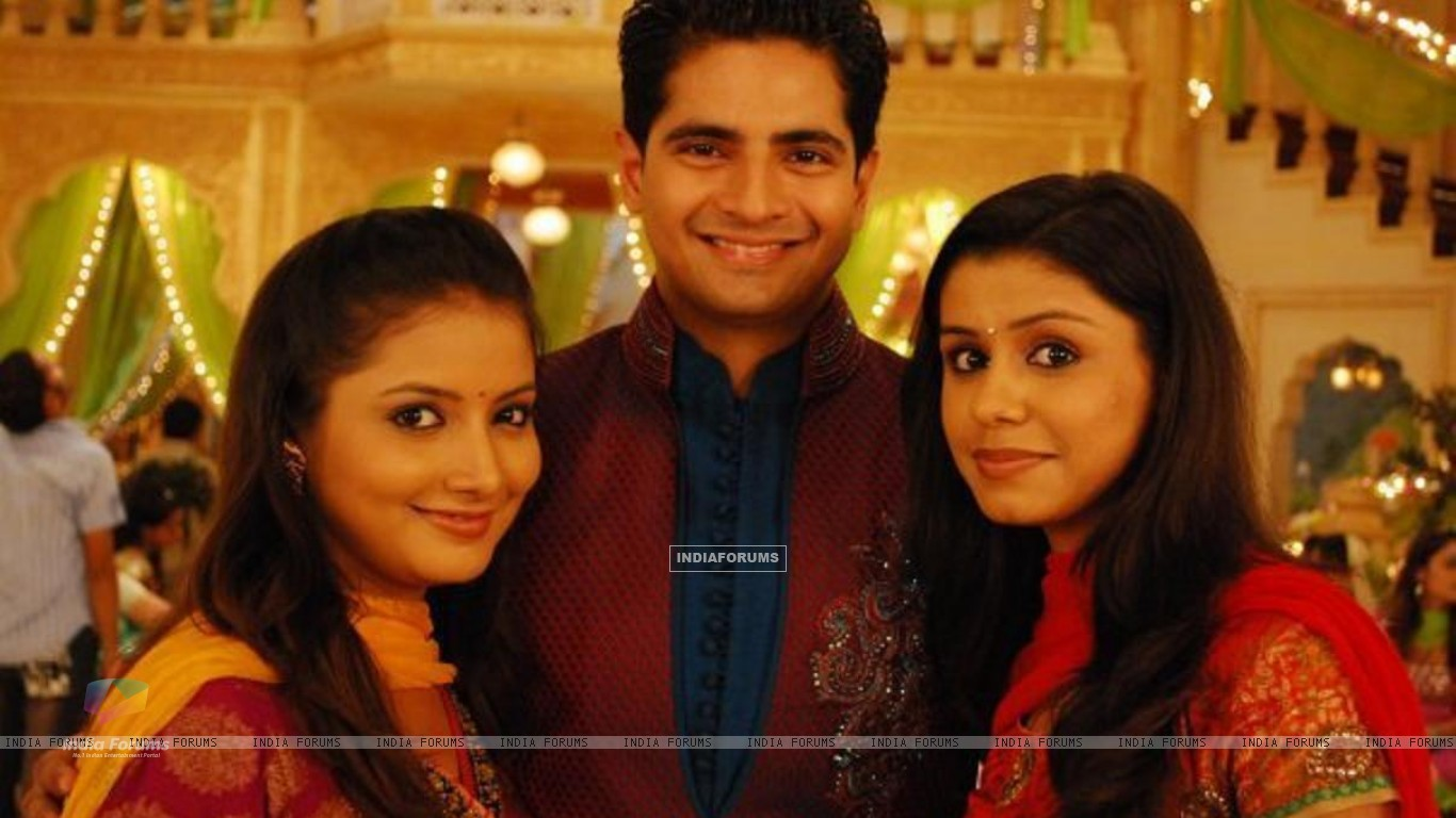 Naitik with his sisters Rashmi and Nandini (150868) size:1366x768