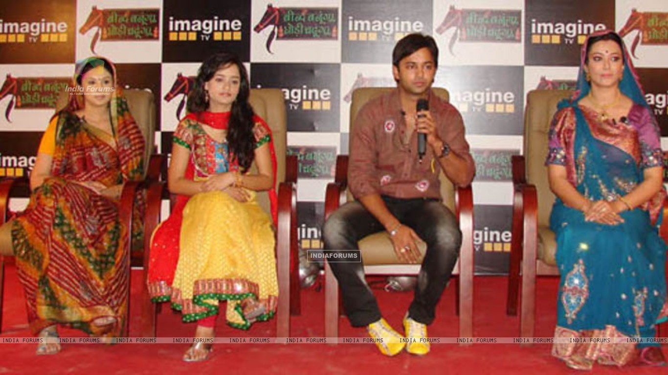 Beend Banoongaa Ghodi Chadhunga cast at an promotional event (164643) size:1366x768