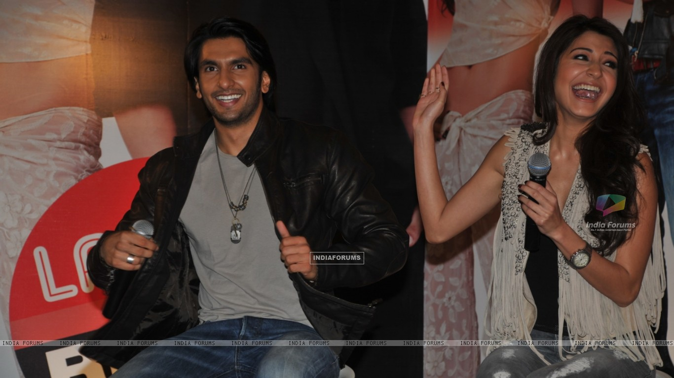 Ranveer Singh and Anushka Sharma grace Ladies V/s Ricky Bahl event at Yashraj, Mumbai (172724) size:1366x768