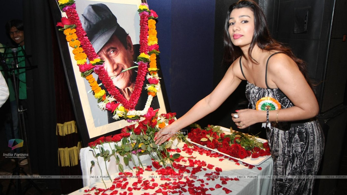 Mink Brar pays Tribute to Dev Anand by 23 Ladies Musician (177136) size:1366x768
