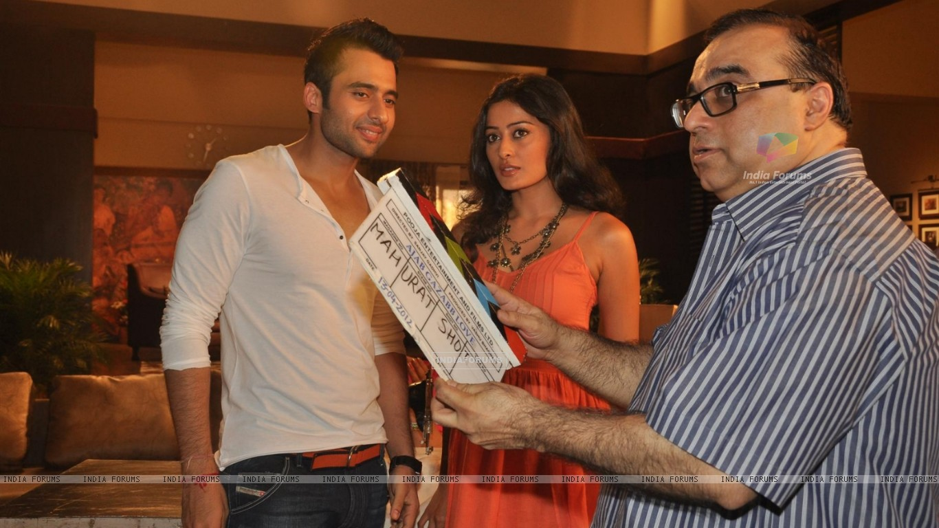 Jackky Bhagnani, Rajkumar Santoshi and Nidhi Subbaiah during the Mahurat of Movie �Ajab Gazabb Love� (193656) size:1366x768