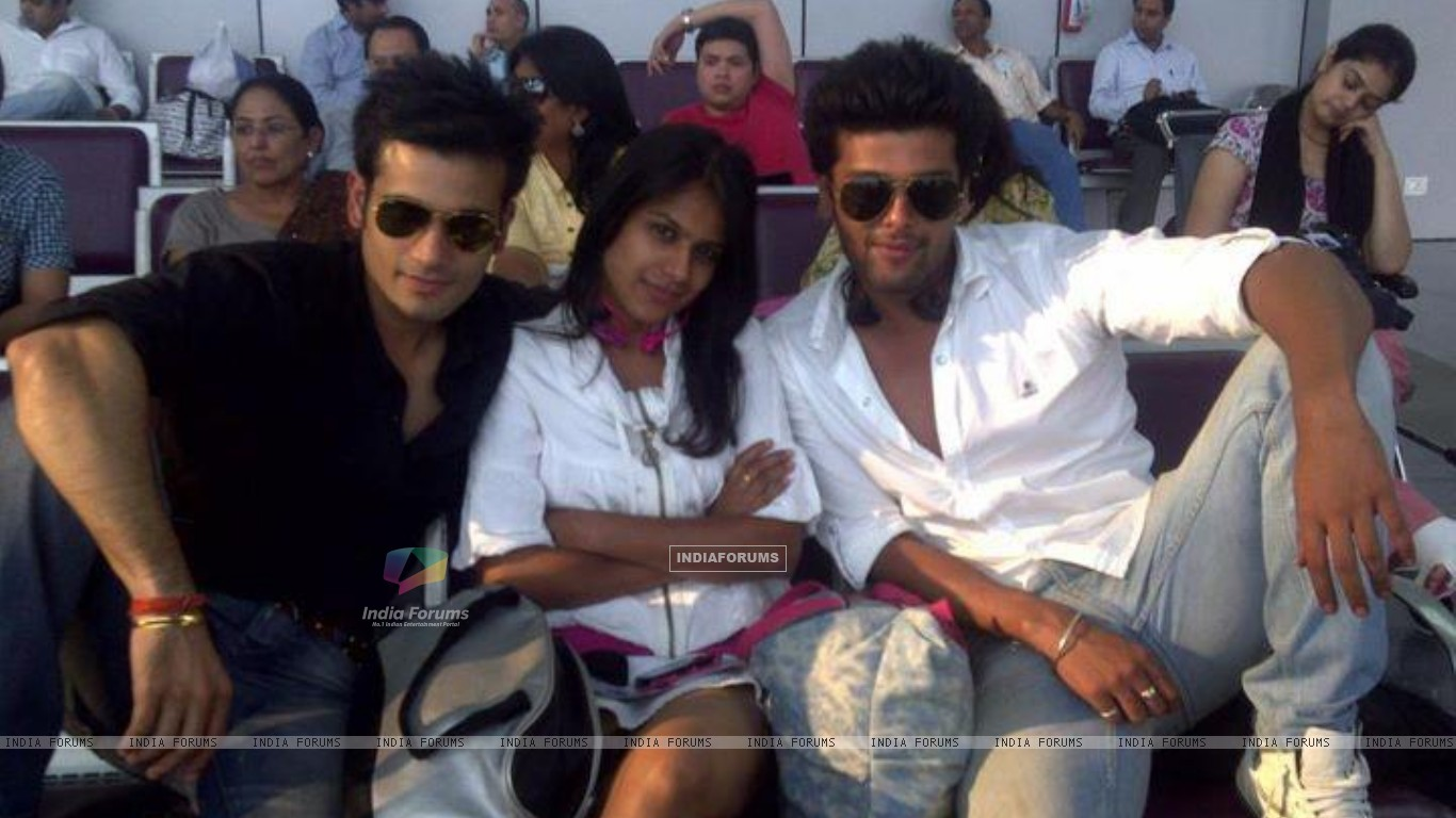 Nia Sharma, Karan Tacker & kushal tandon (198359) size:1366x768