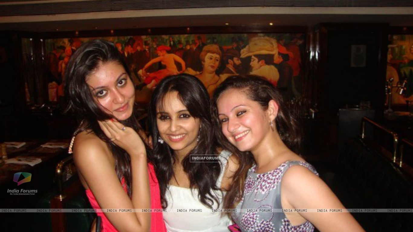Aditi Tailing and Lavina Tandon at party (198572) size:1366x768