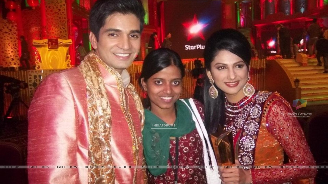 Rucha Hasabnis & Vishal Singh at star parivaar awards 2011 at macau (198813) size:1366x768