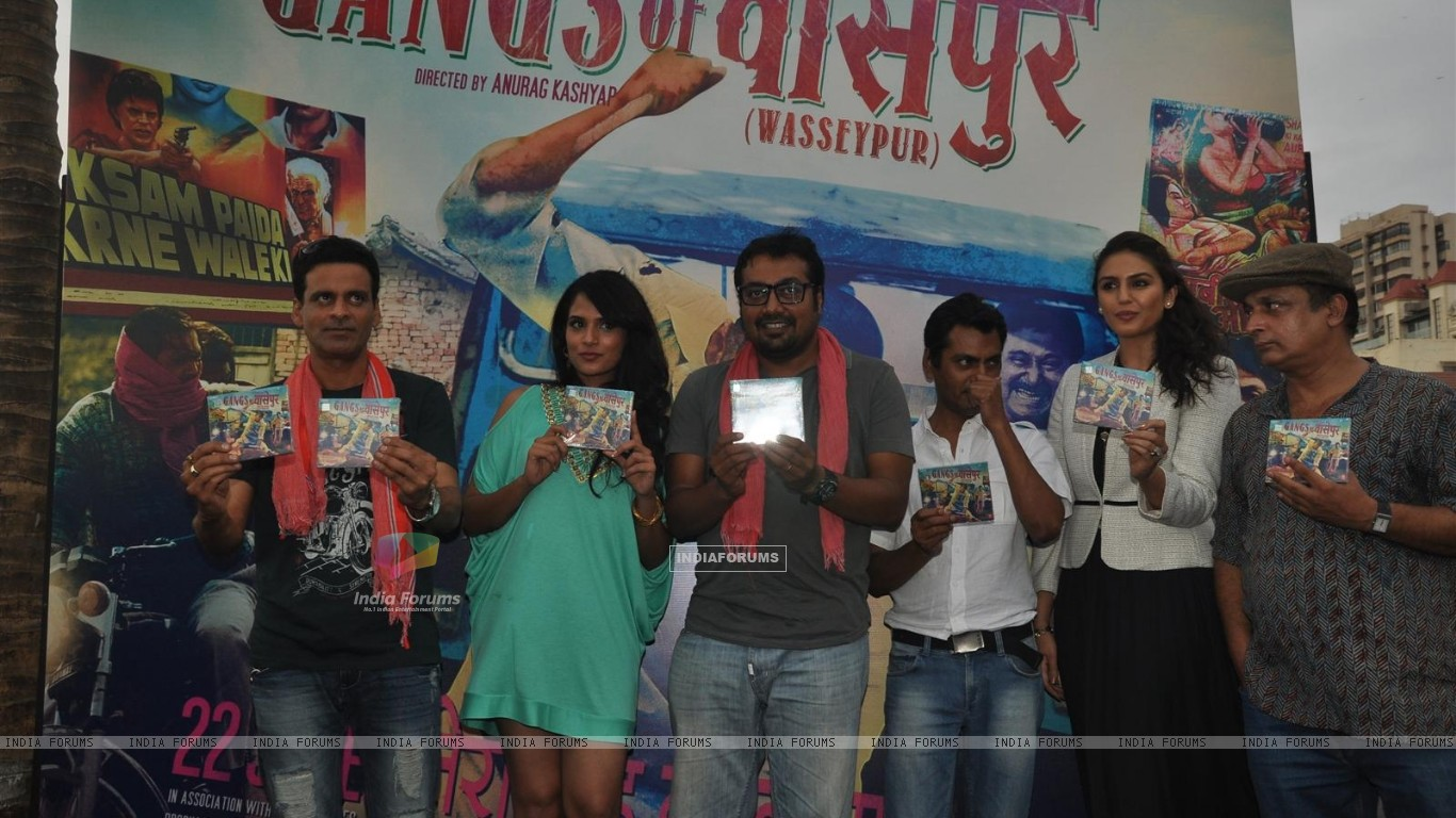 Manoj Bajpai, Richa Chadda,Anurag Kashyap, Nawazuddin Siddiqui at Music Launch of Gangs of Wasseypur (201692) size:1366x768