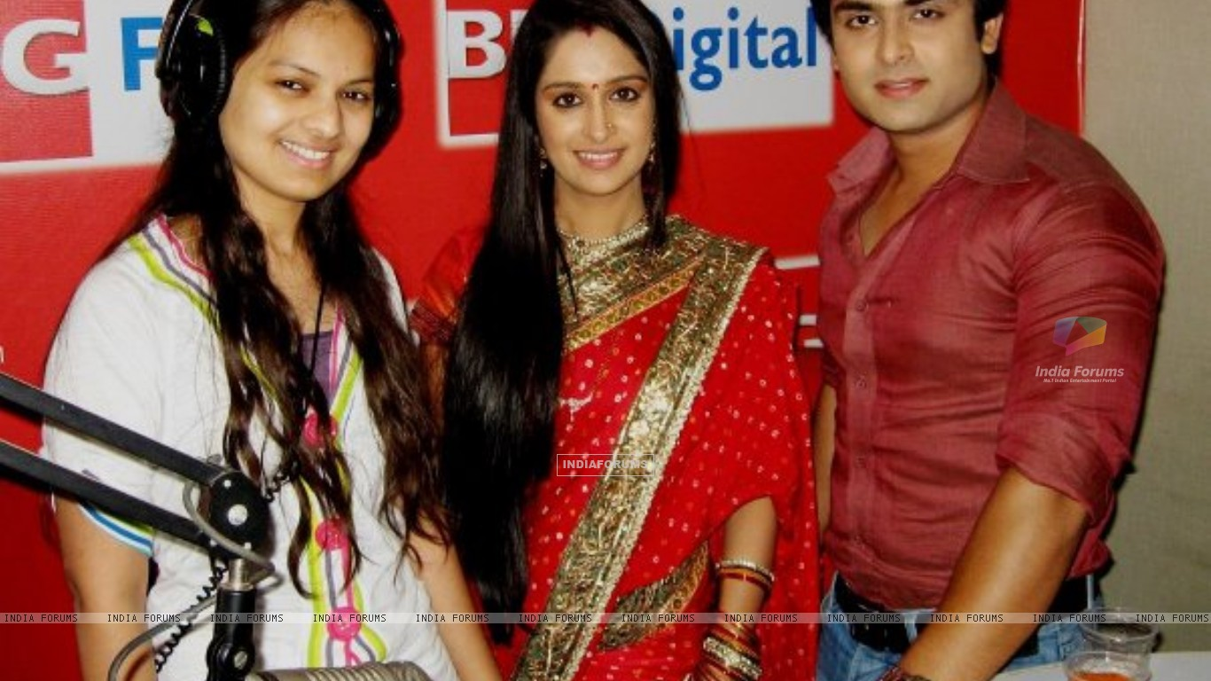 Prem and Simar in BIG FM studio (202935) size:1366x768