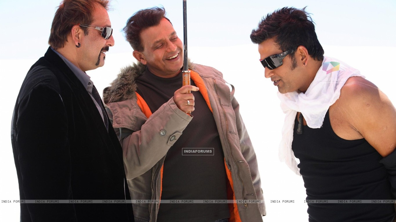 Mithun and Sanjay talking to Ravi (20295) size:1366x768