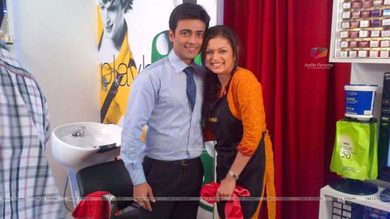Drashti Dhami with Manish Naggdev (203080) size:1366x768
