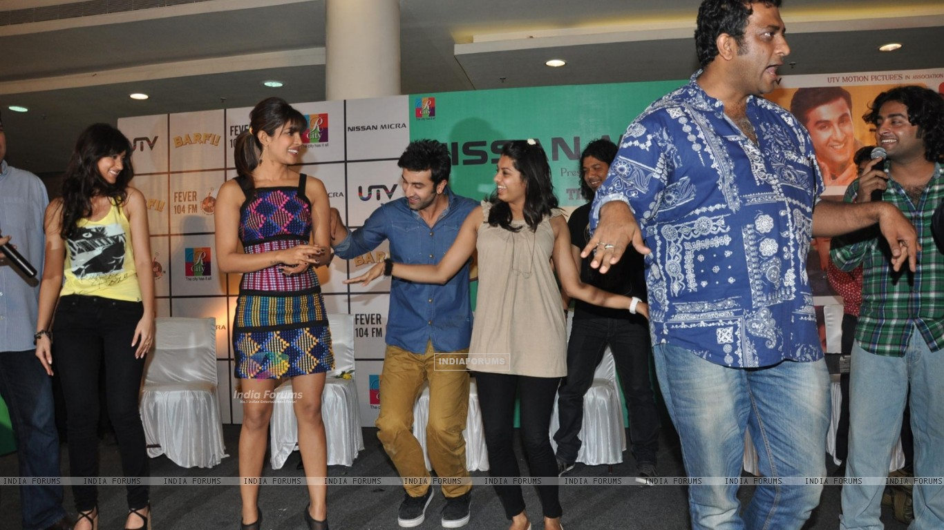 Ileana D'Cruz, Ranbir Kapoor, Priyanka Chopra, Anurag Basu at Film Barfi Promotion With R City Mall (224773) size:1366x768