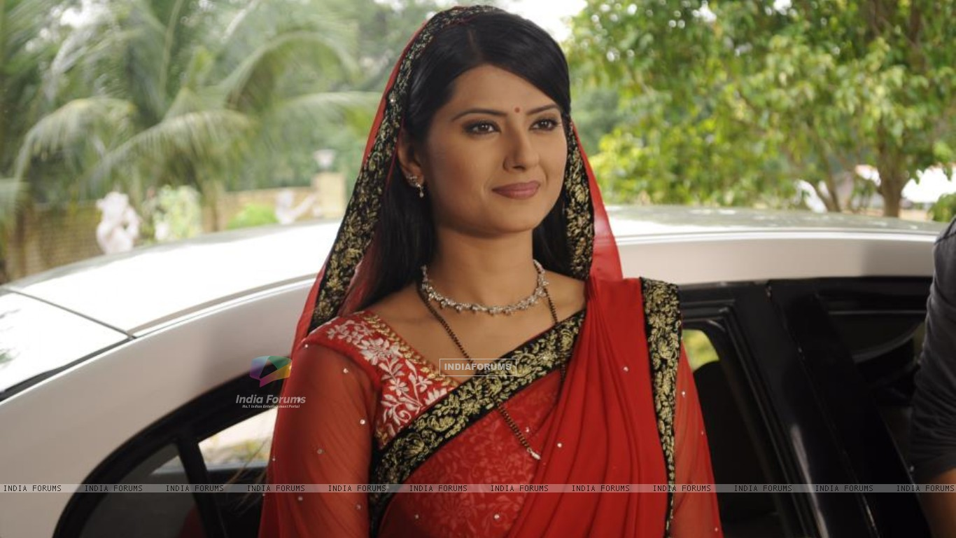 Kratika as Aarti (231793) size:1366x768