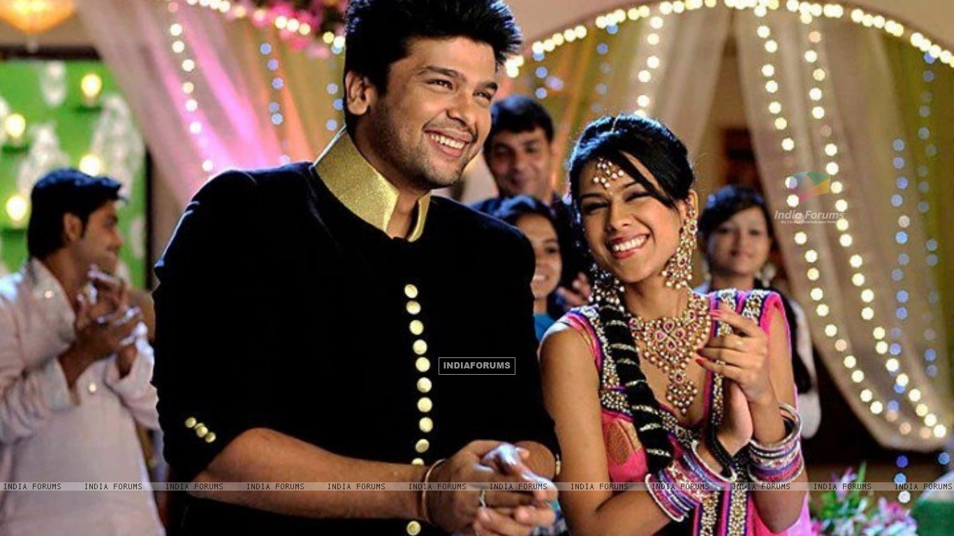 Kushal Tandon and Nia sharma (231824) size:1366x768