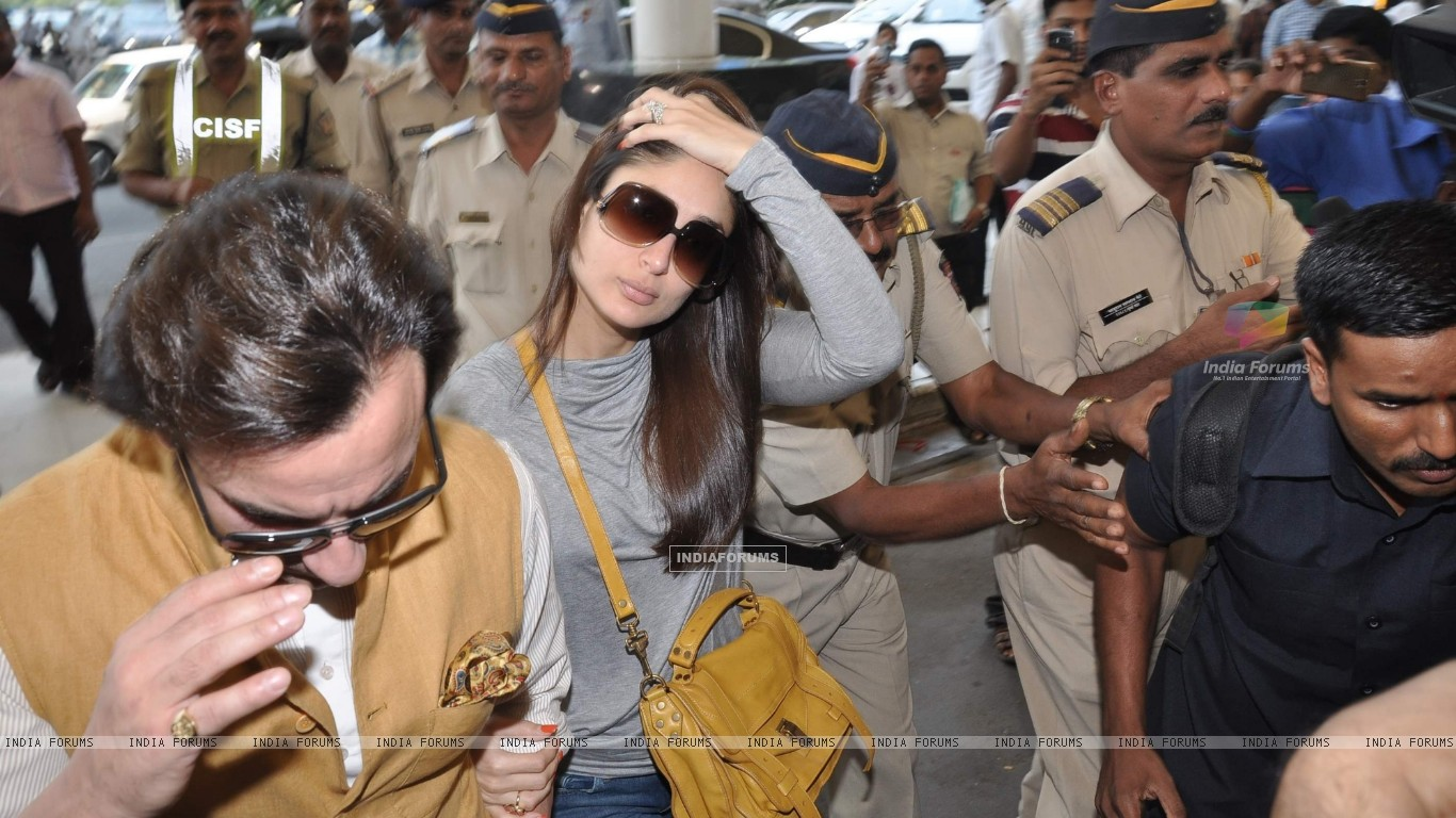 Bollywood actors Saif Ali with wife Kareena Kapoor leave for delhi (233153) size:1366x768