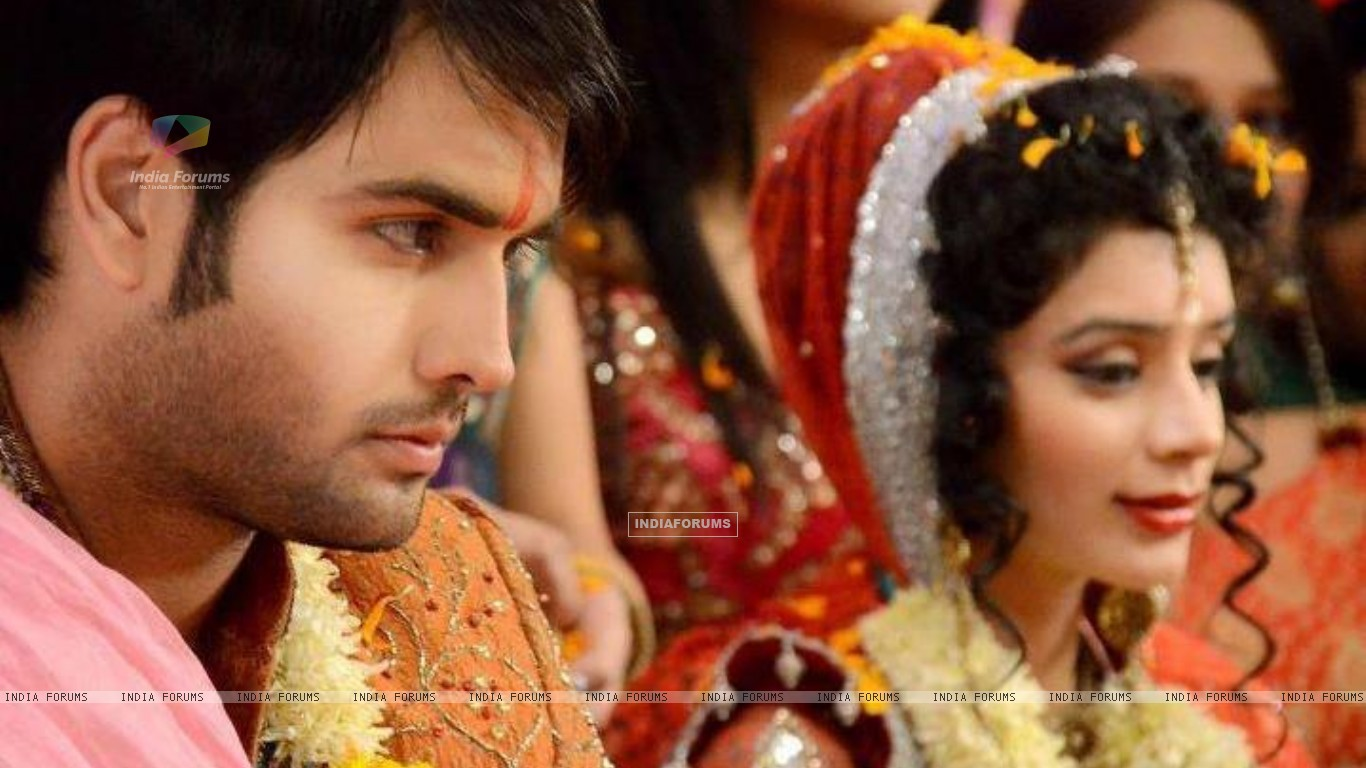 Vivian and Sukirti (233574) size:1366x768