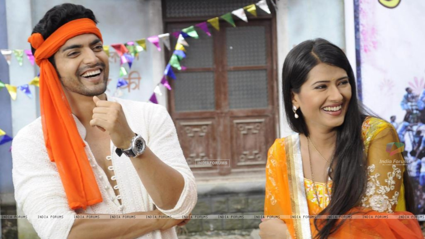 Gurmeet with Kratika (237520) size:1366x768